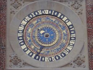 The clock in Hampton's inner court